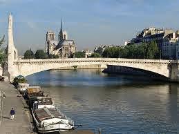 Paris Di Musim Panas