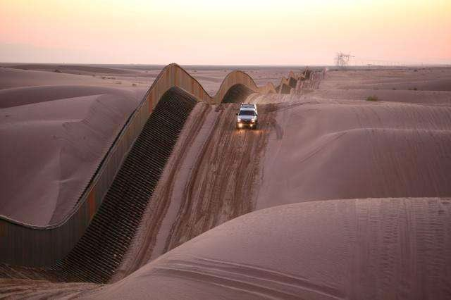 46 Unbelievable Photos That Will Shock You - Algodones Sand Dunes Curvy Border Fence in Southern California