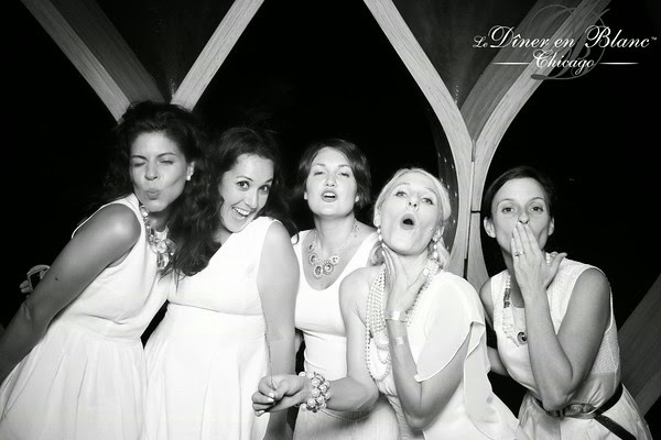 Diner en Blanc: Photo Booth with the Gals