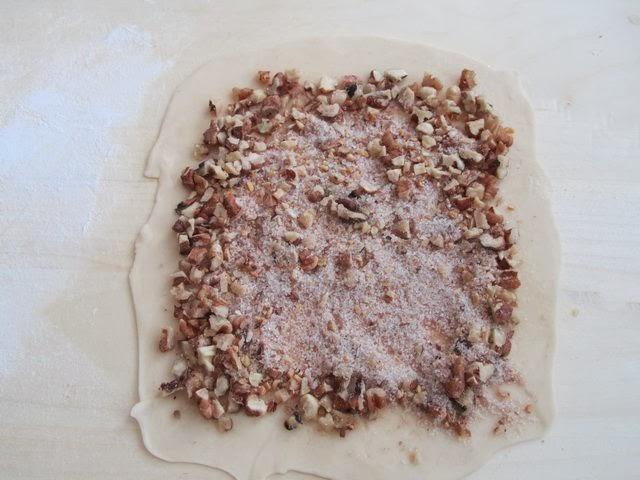 Лепёшка теста с начинкой