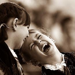 Sonríe y deja que la gente se pregunte el porqué.