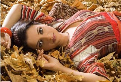 Kulraj Randhawa Beautiful Eyes Wallpapers Kulraj Randhawa Char Din ki chandni Movie Actress