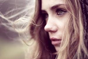 -Cada segundo que paso mirándole sin que se dé cuenta, es un segundo que pierdo para estar con él.