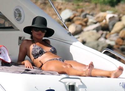 Vanessa Minnillo in stylish bikini