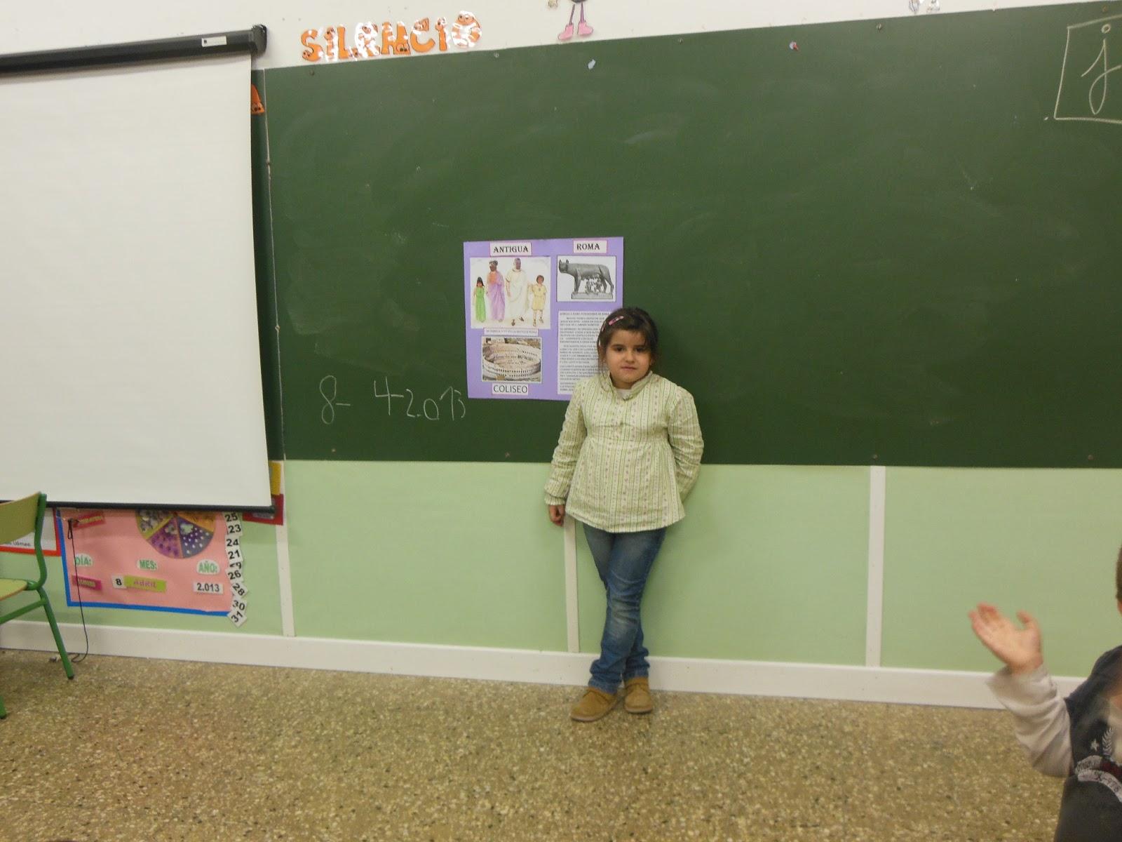 Los peques de movera una salida al mundo abril 2013 for Mural una familia chicana
