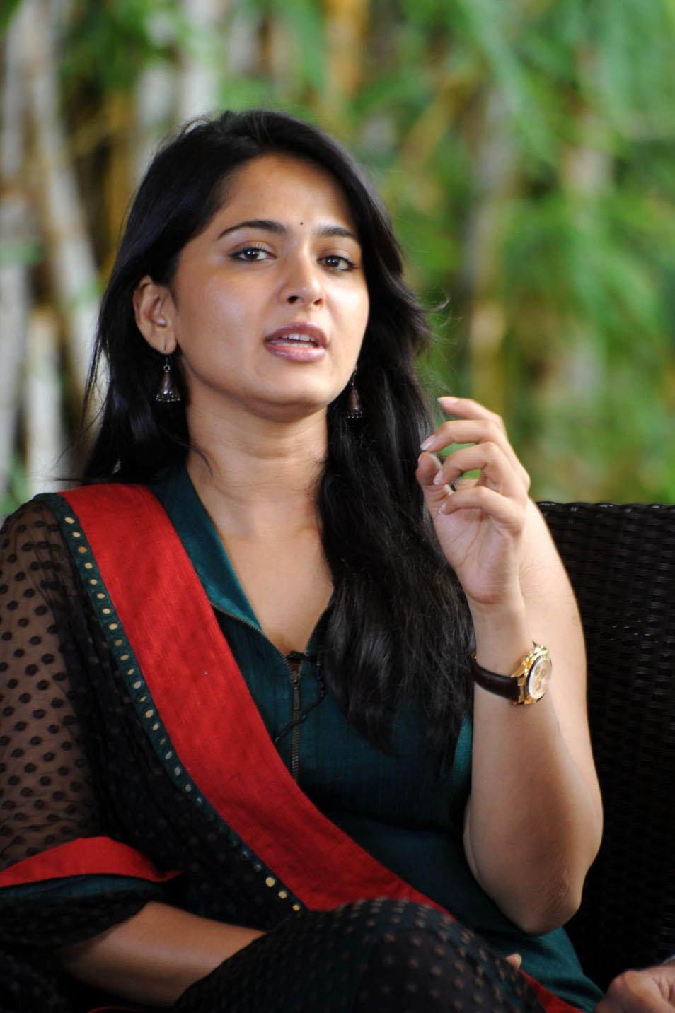 Anushka images without dress