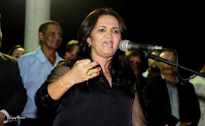 Em Varjota-CE, vereadores aprovam projeto da Prefeita, que reduz o salário dela, da vice e de comissionados.
