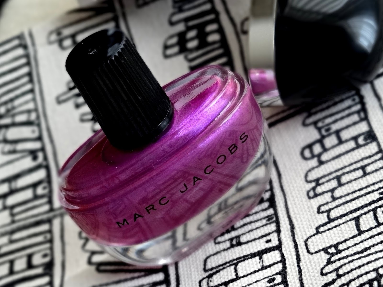 Marc Jacobs Enamored Hi-Shine Nail Lacquer in Oui!