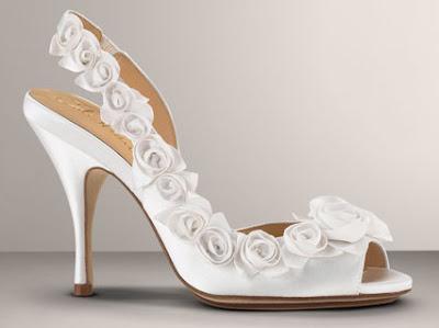Sapatos de noiva com flores