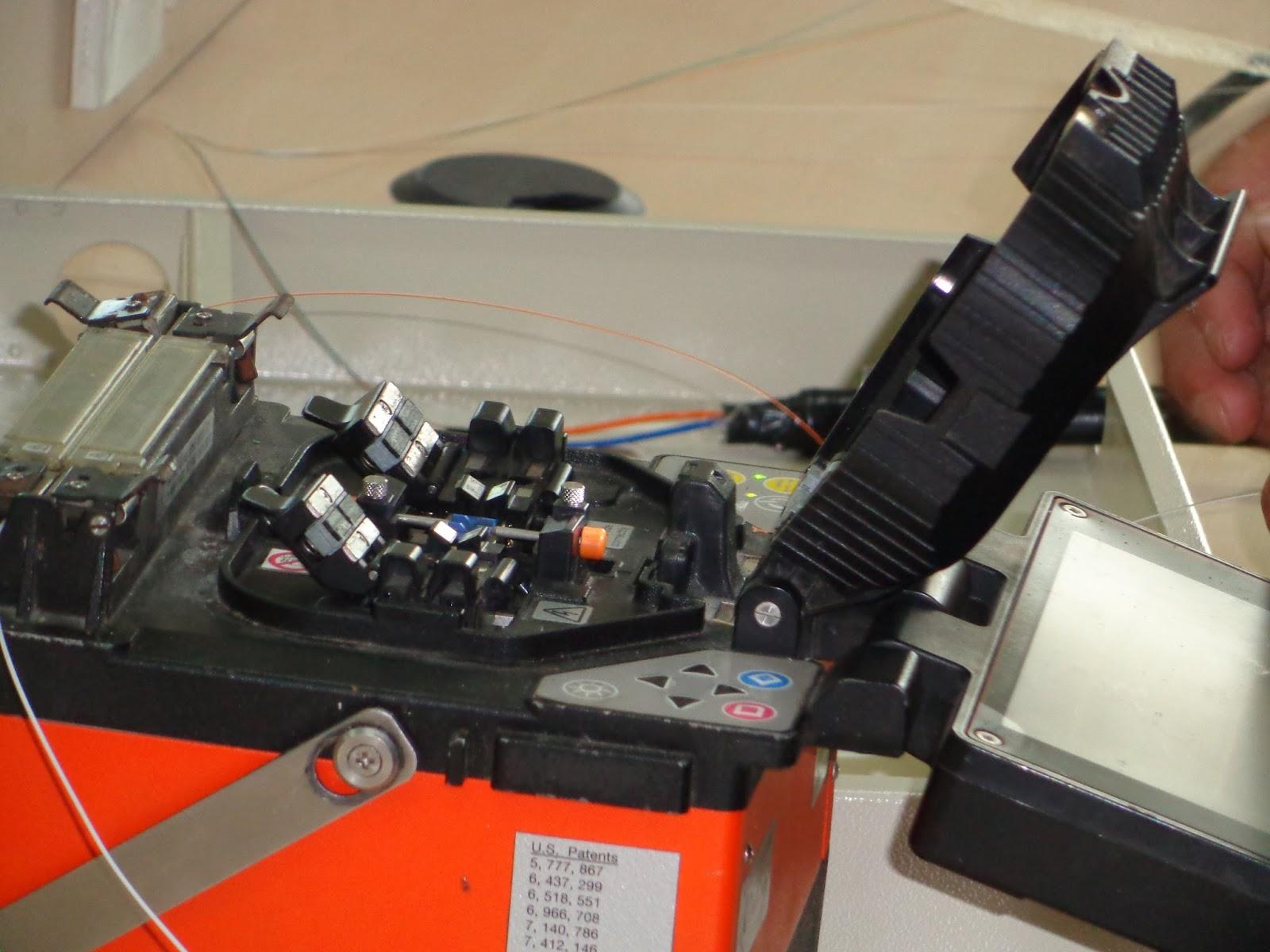Hình ảnh hàn nối cáp quang ở công ty TMA Solutions