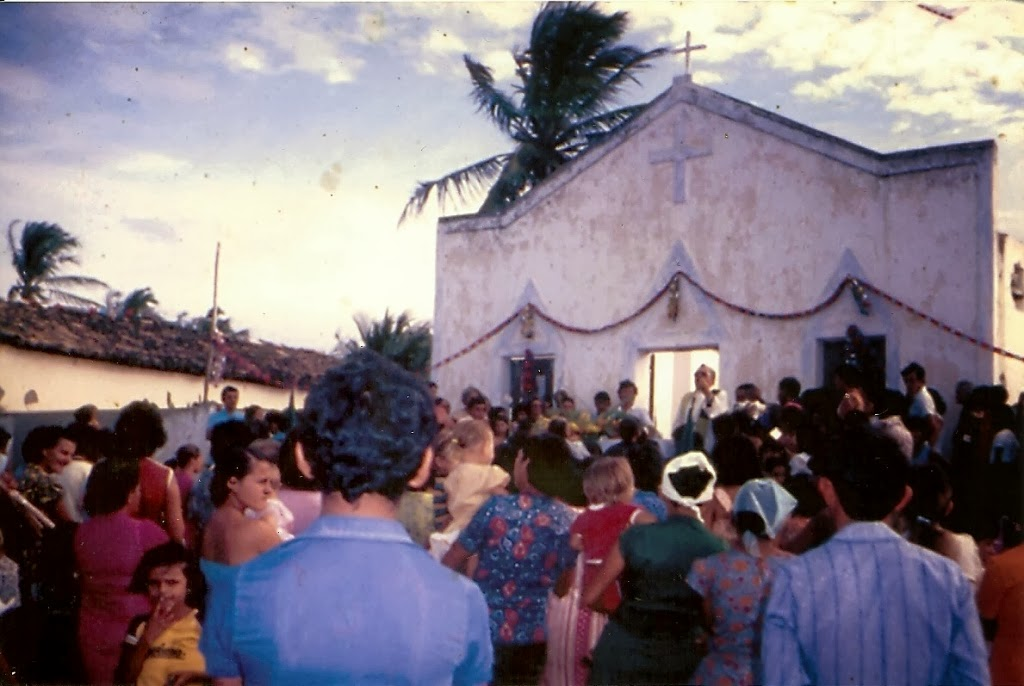 A promessa de uma igreja para Córrego
