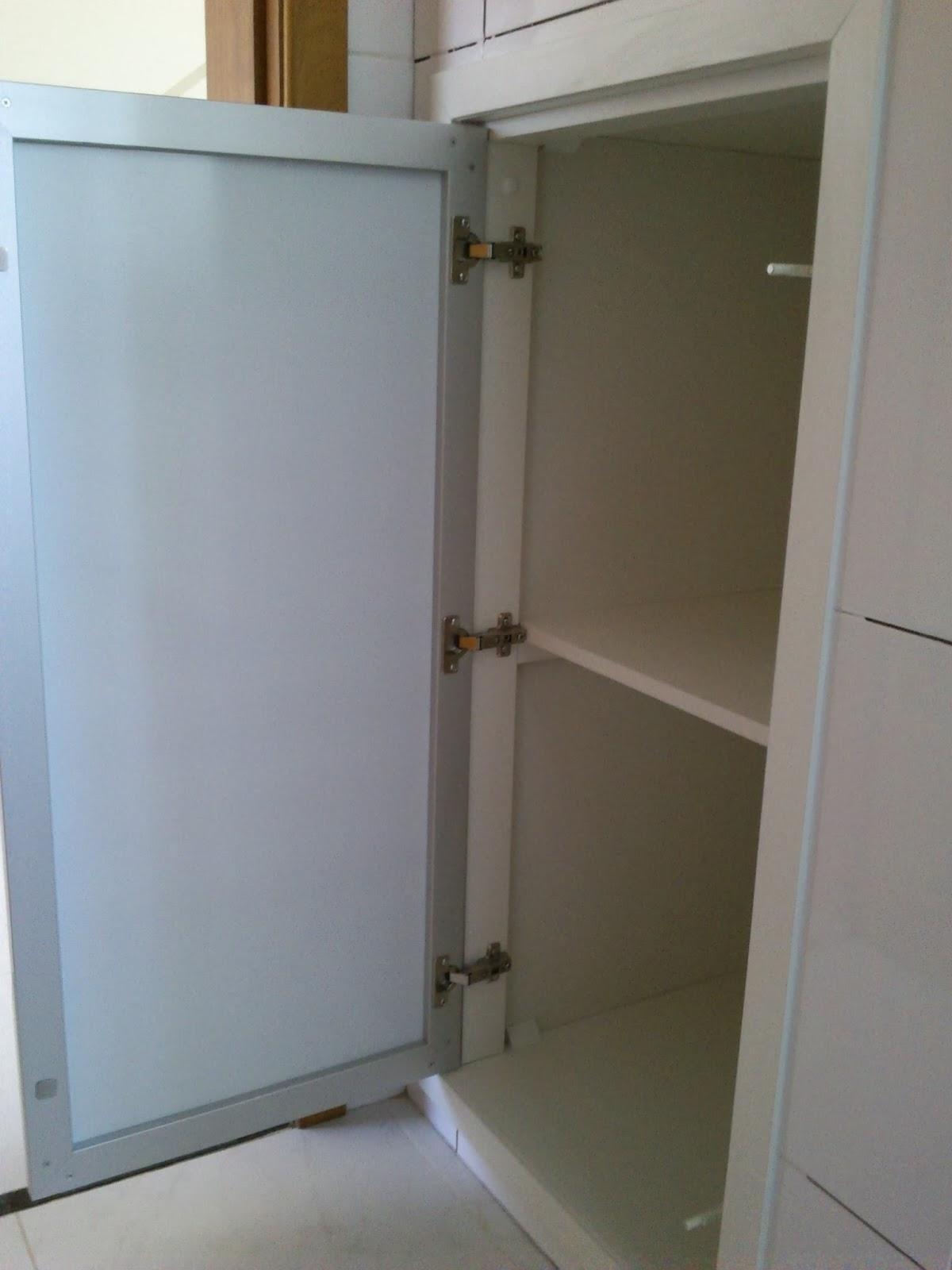 #4E687D  Branco todo em 18mm com Porta em Vidro/Alumínio Preta Laqueada 1004 Portas E Janelas De Aluminio Belo Horizonte