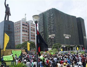 Angola – Manifestação: SOCIÓLOGO REPROVA ATITUDE DE JOVENS MANIFESTANTES