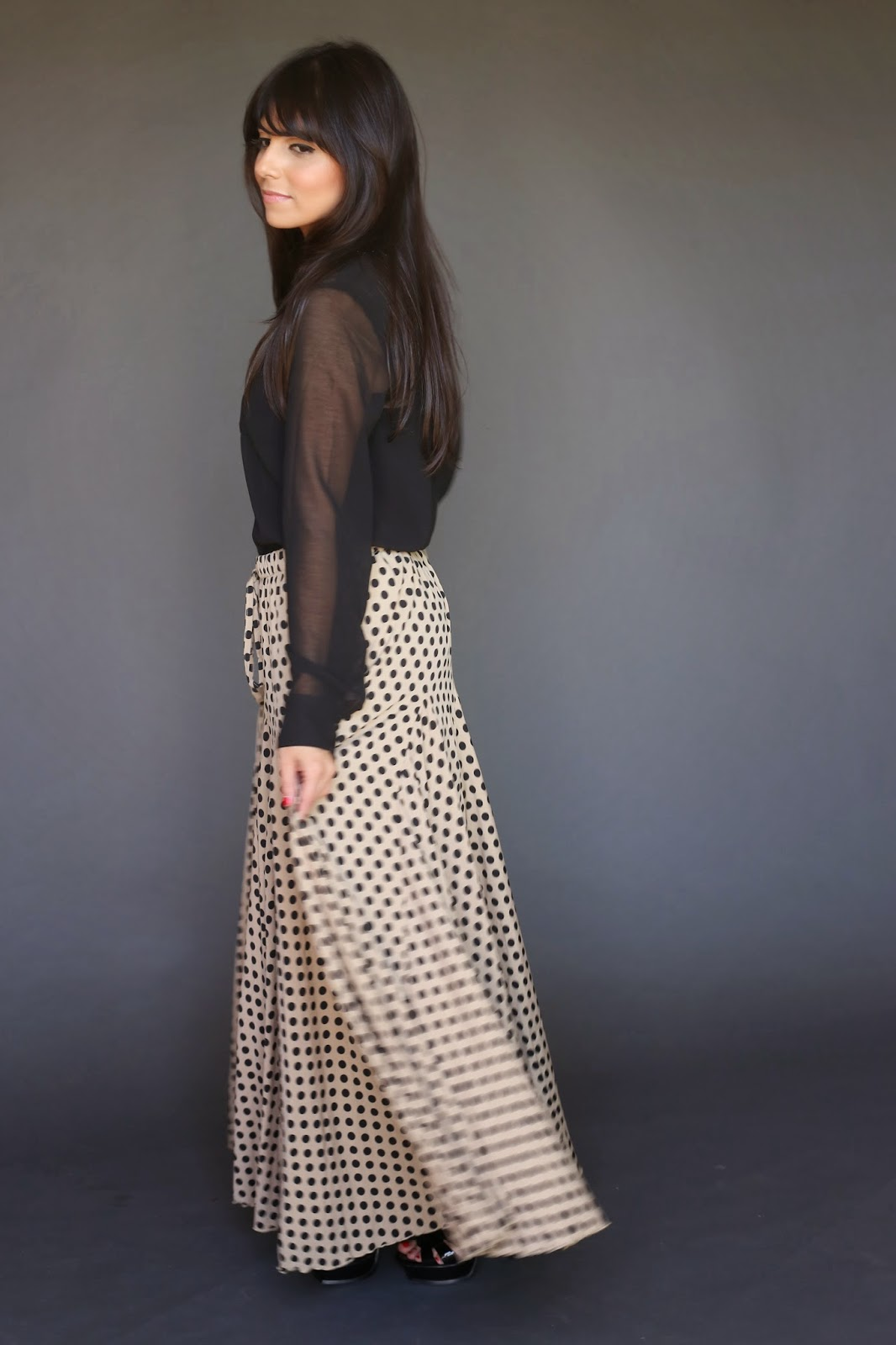 black polkadot modest maxi skirt on beige background no slits hijab tznius mormon lds fashion style Mode-sty