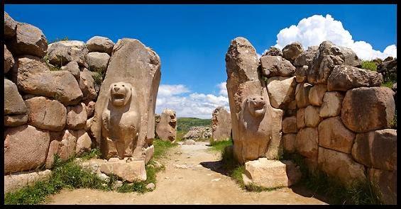 Puerta leones Hatussa, Bogazkoy, escultura hitita, hitita, heteo, Hattusa, escultura hitita, altorrelieve hitita, pangea, mundo antiguo, Texier