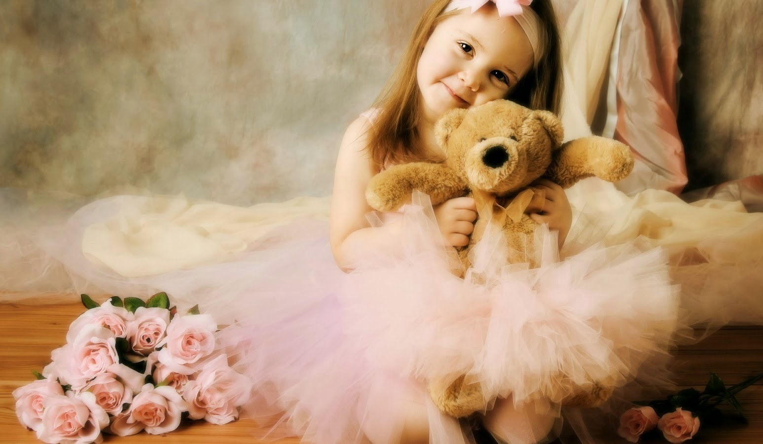 sweet girl with teddy bear wallpaper sms quotes shayari .jpg