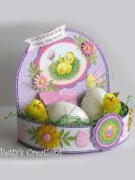 Оригинална кошничка от хартия с яйца и пиленца