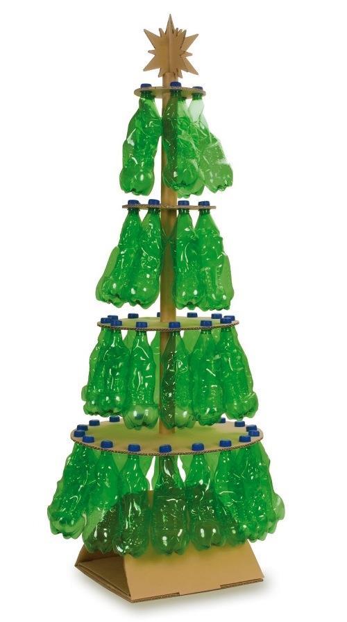 arbol de navidad con materiales reciclados