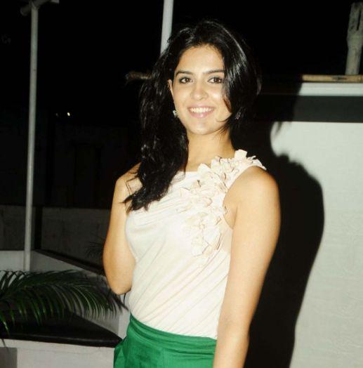 deeksha seth in skirt actress pics