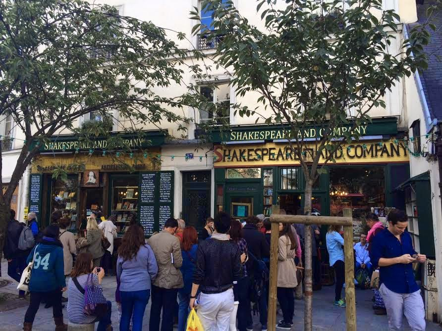 Line outside Shakespeare and Company