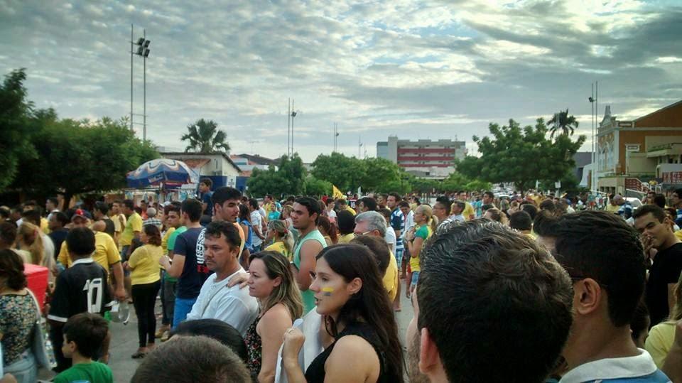 Manifestação: Sobral pede FORA DILMA e ACORDA VEVEU!.