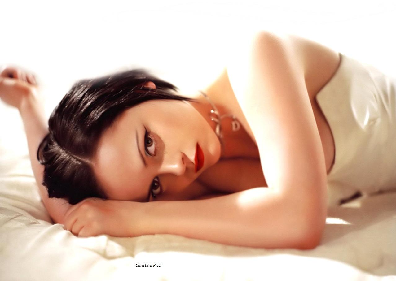 http://4.bp.blogspot.com/-nSh5LrpsoHM/UAPaiAw-8EI/AAAAAAAABQM/7mD5XearxlE/s1600/Christina_Ricci_7.jpg