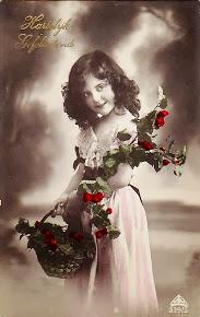 Vintage Pocztówka - Holly Girl