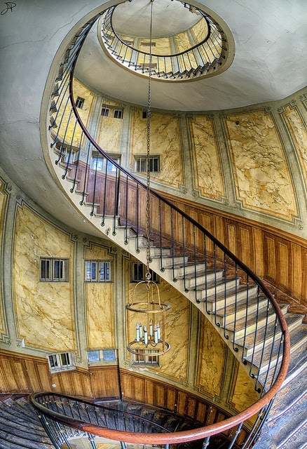 curved stairs design in Paris
