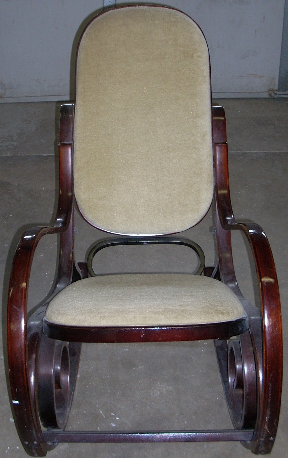 Restore news thonet reproduction rocking chair to be for Thonet replica chair