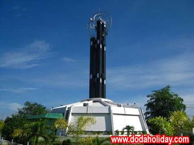 Tugu Khatulistiwa Pontianak. Monumen kebanggaan Kalimantan Barat. Foto diambil dari  www.dodaholiday.com