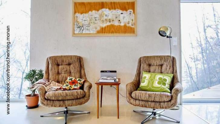 Sala de estar de la cabaña de madera