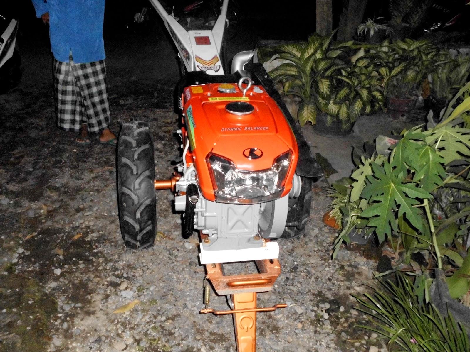 memilih traktor pertanian