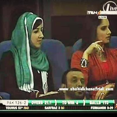 Shoaib Malik And Umer Gul Wife