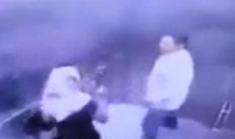 Video Suami Pukul Isteri Dalam Lift