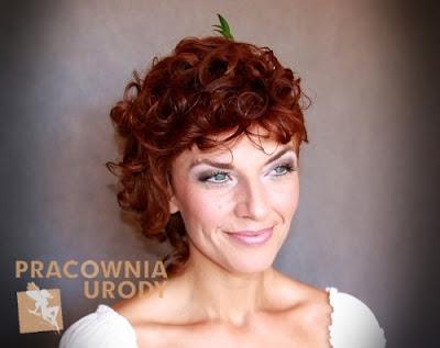 delikatny makijaż dla kobiety dojrzałej, rozmyty lekki makeup na ślub ślubny