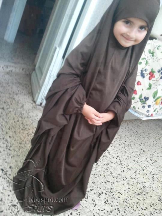 طفله-ترتدى-الاسدال-الحجاب-براءه اطفال