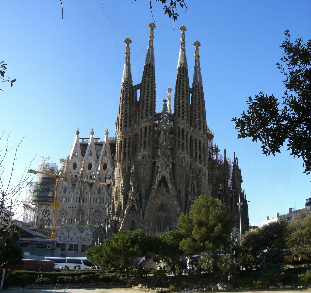 Barcelona modernism antoni gaudi beautiful places of for Barcelona famila