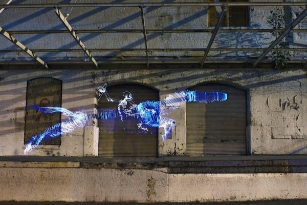 Graffiti de Luz (light graffiti) Desenhos com rastros de luz cavalo - galopagem
