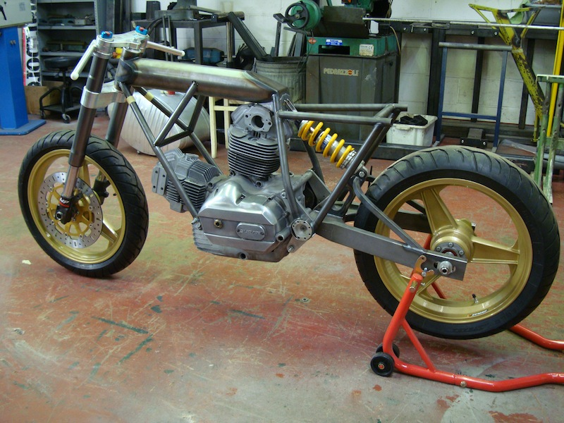 ITALIAN MOTOR magazine: From the frame up - Egli inspired Ducati special