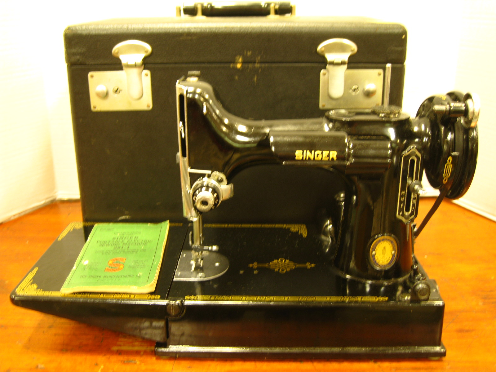 vintage singer featherweight sewing machine 221 1951 with. Black Bedroom Furniture Sets. Home Design Ideas