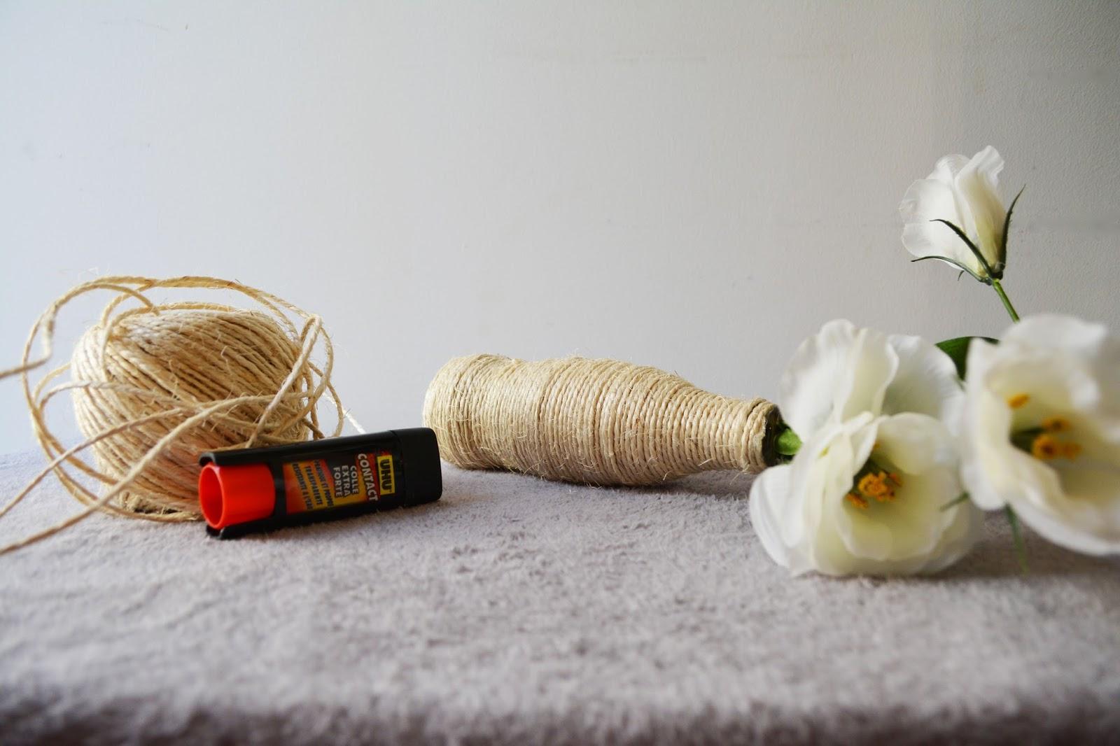do it yourself 5 fa ons de d corer des bouteilles de coca en verre pour en faire de jolis. Black Bedroom Furniture Sets. Home Design Ideas