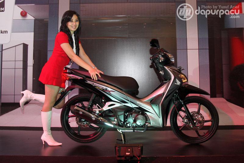 2011 Honda Supra X Helm In