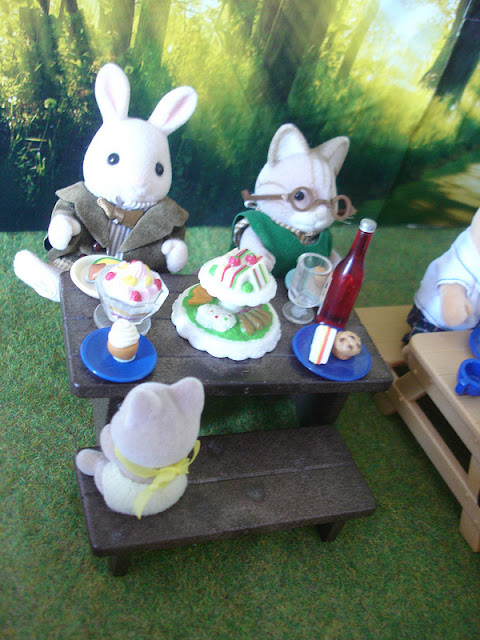 Sylvanian Families Diamond Jubilee Picnic Periwinkle Rabbit & Macavity Cat Grandfathers