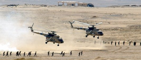 Egyptian_Mi-8_Hip_helicopters_after_unlo