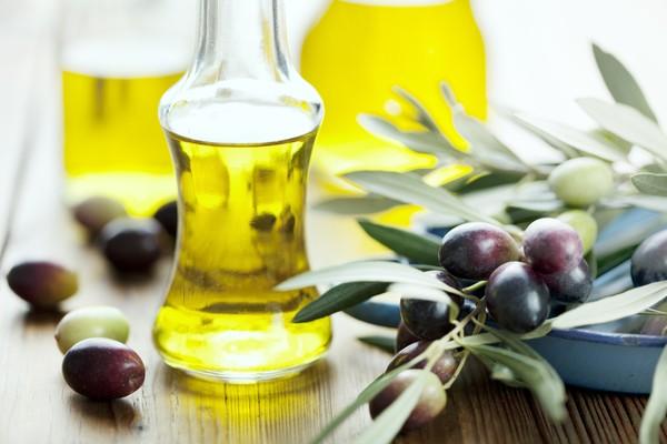 Việc sử dụng tinh dầu hạnh nhân trong chăm sóc và làm đẹp da ngày càng trở nên phổ biến