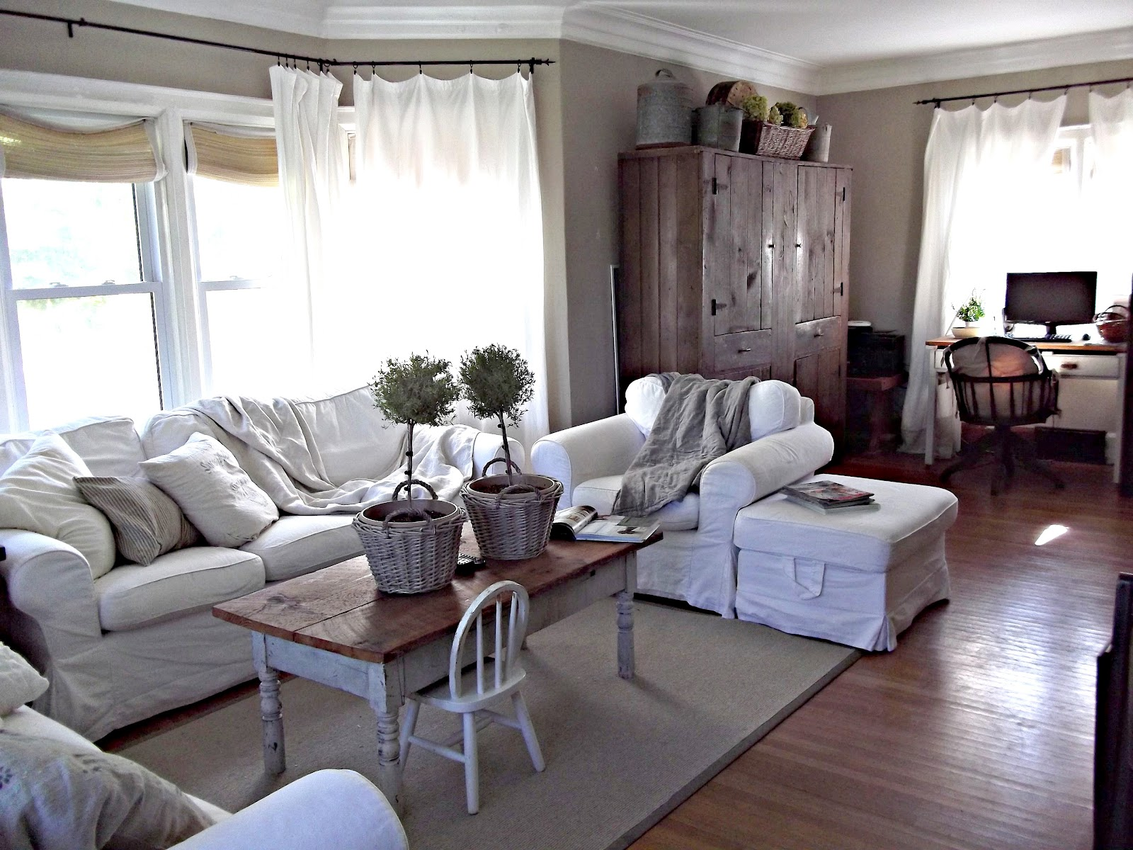 Rustic farmhouse in the livingroom today for Living room today