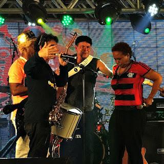Ivo Meirelles, George Israel (ao microfone), Rodrigo Santos e Sandra de Sá.