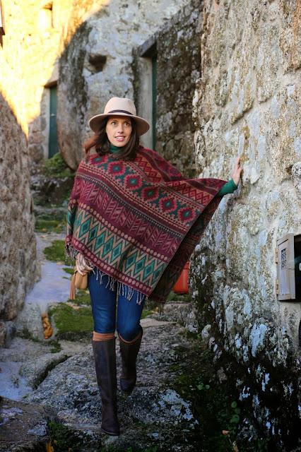 http://4.bp.blogspot.com/-nX1Yf3i30Qs/VIdxeI37_xI/AAAAAAAA6z8/QAzll5t0N3s/s1600/Fedorahat_Poncho_jeans_boots_camelbag_monsanto_streetstyle%2B(20).JPG