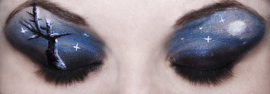 Stay Pretty on Halloween Enhance the Eye Makeup Eye Makeup - Pretty Halloween Eye Makeup