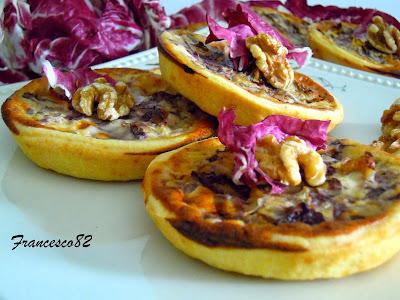 mini quiche con radicchio, noci e gorgonzola.